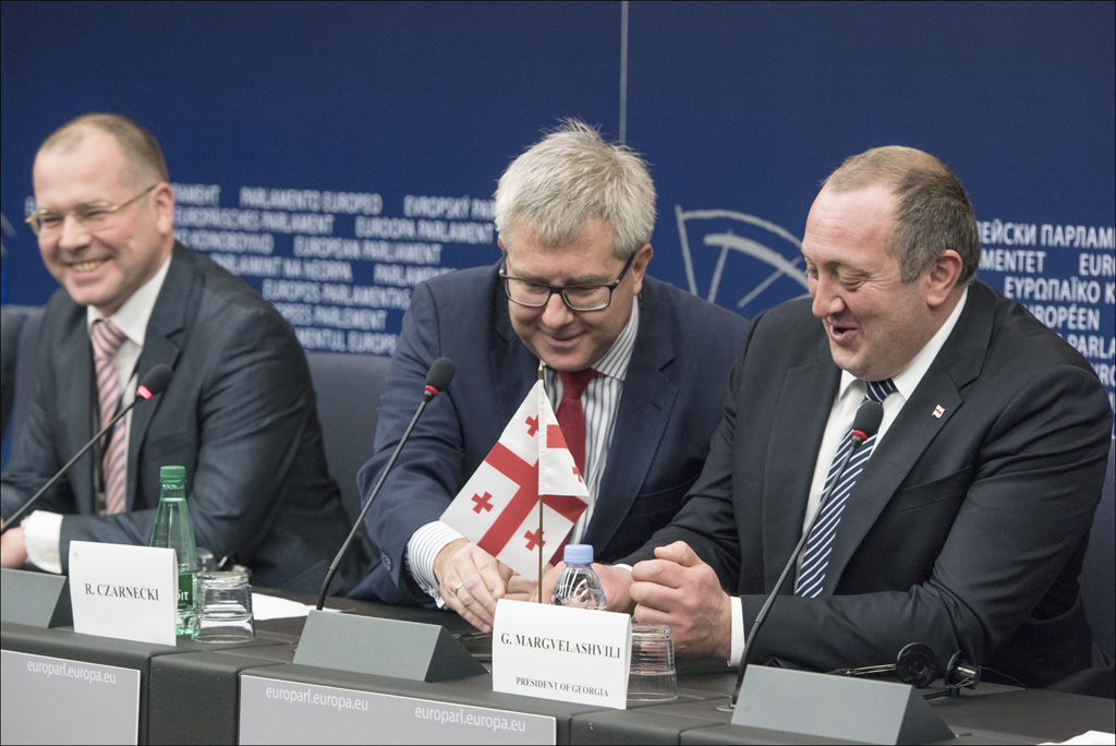 Georgia's President Giorgi Margvelashvili, EP Vice-President Ryszard Czarnecki and EP rapporteur Andrejs Mamikins (on the left) at a joint press conference prior to the vote© EU 2014 - European Parliement