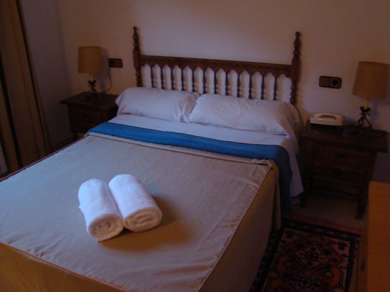 Queen size bed at Hotel Gaspa
