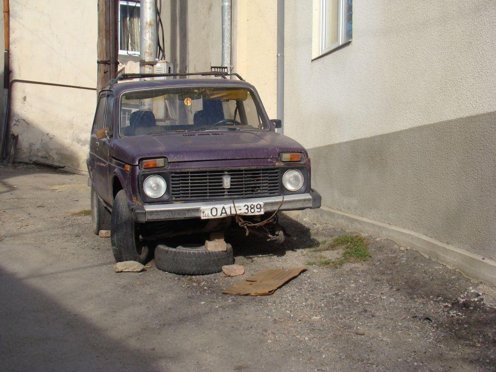 Junk car in Tskneti