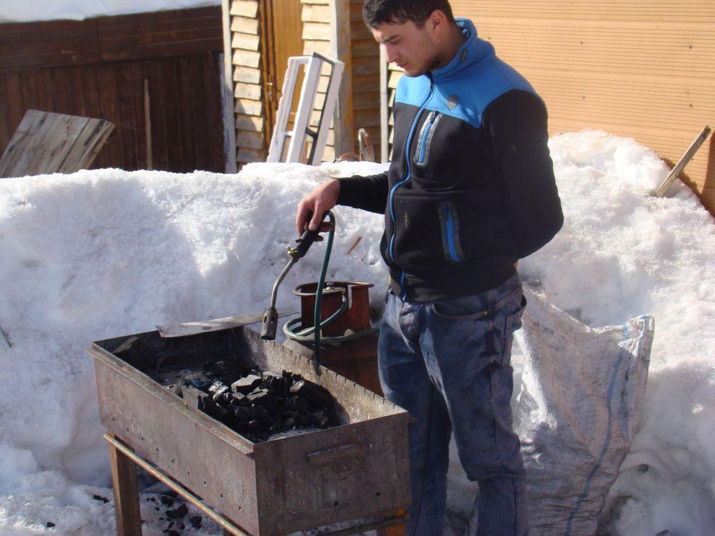 Preparing a barbecue at Gudauri