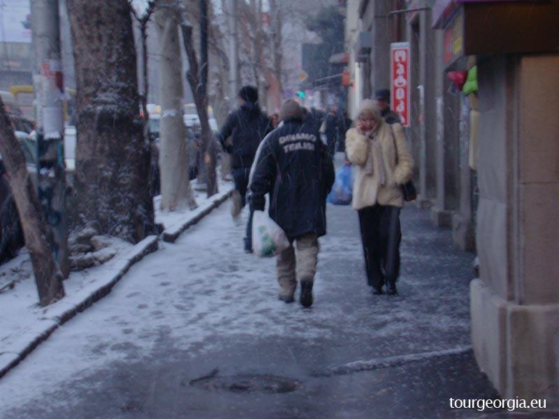 Its snowing on Tamar Mephe street