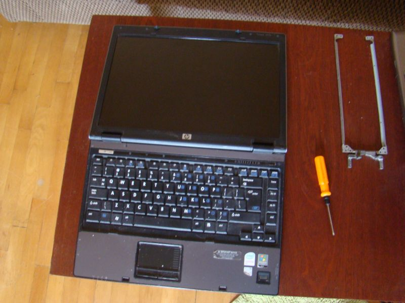 DIY: Changing hinges for laptop