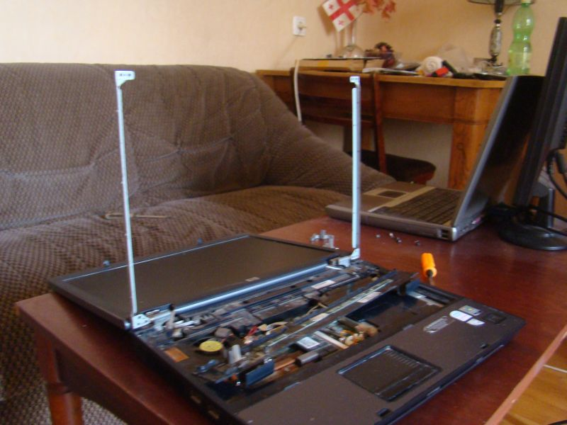 Re-attaching screen from hinges