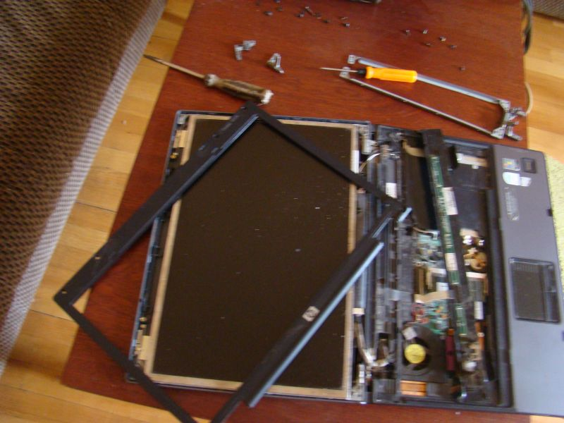 Replacing hinges for HP laptop