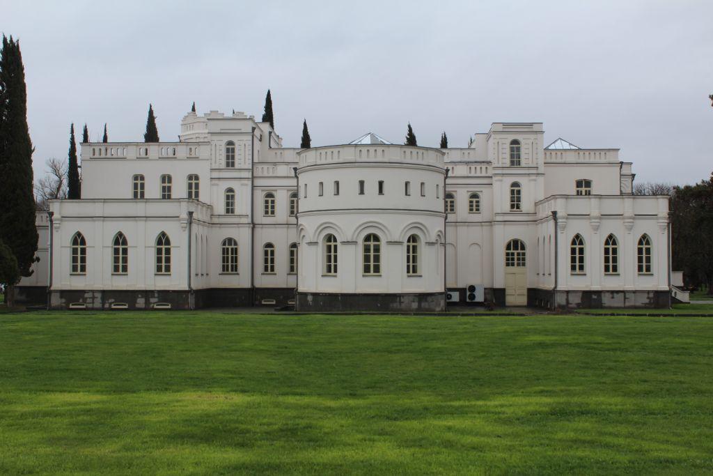 Château Mukhrani front view