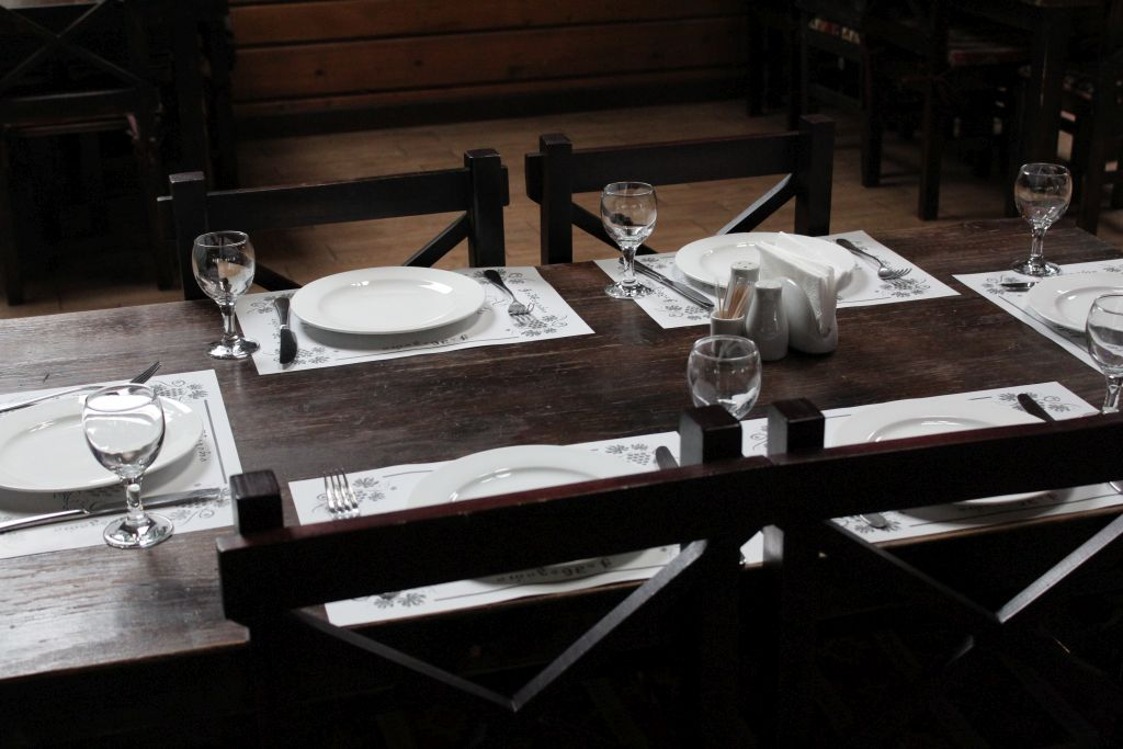 Table Chashnagiri Natakhtari restaurant