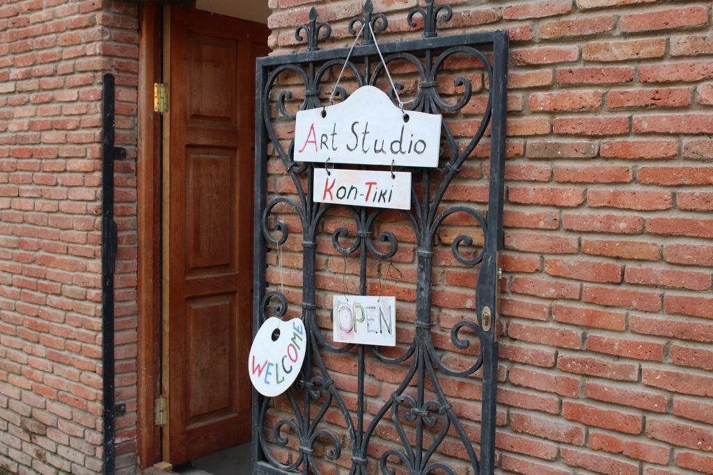 Welcome sign at Art Studio Kon - Tiki