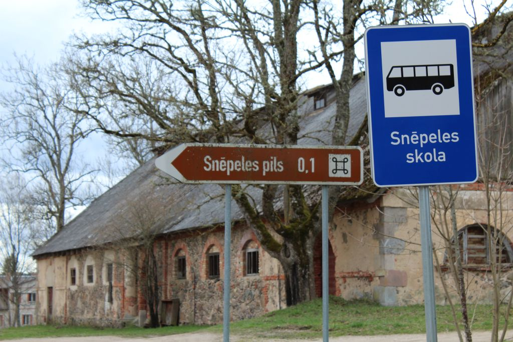 Road Sign to Snepele Manor