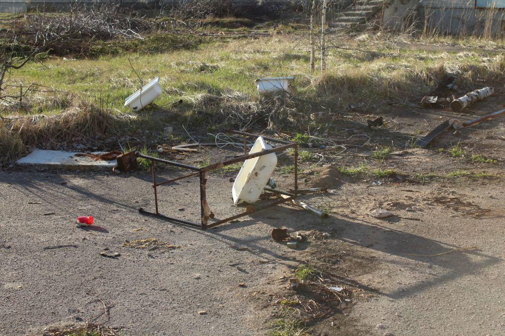 Demolished sink at Skrunda 1 Ghot town