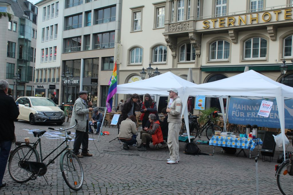 Open discussion near Bonn's Town Hall