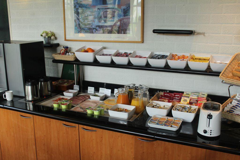 Breakfast at Bastion Hotel