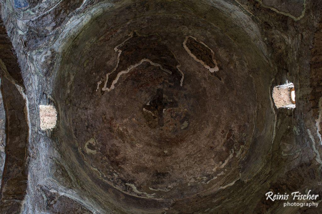 Cupola inside Dzveli Shuamta monastery
