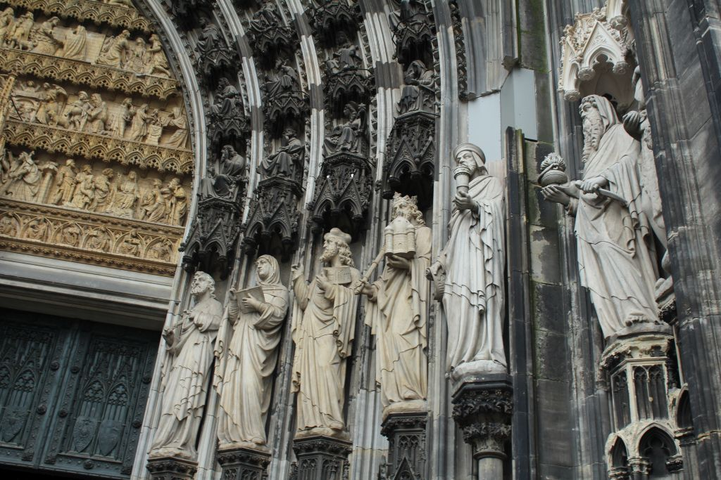 Wall sculptures at Cologne's cathedral