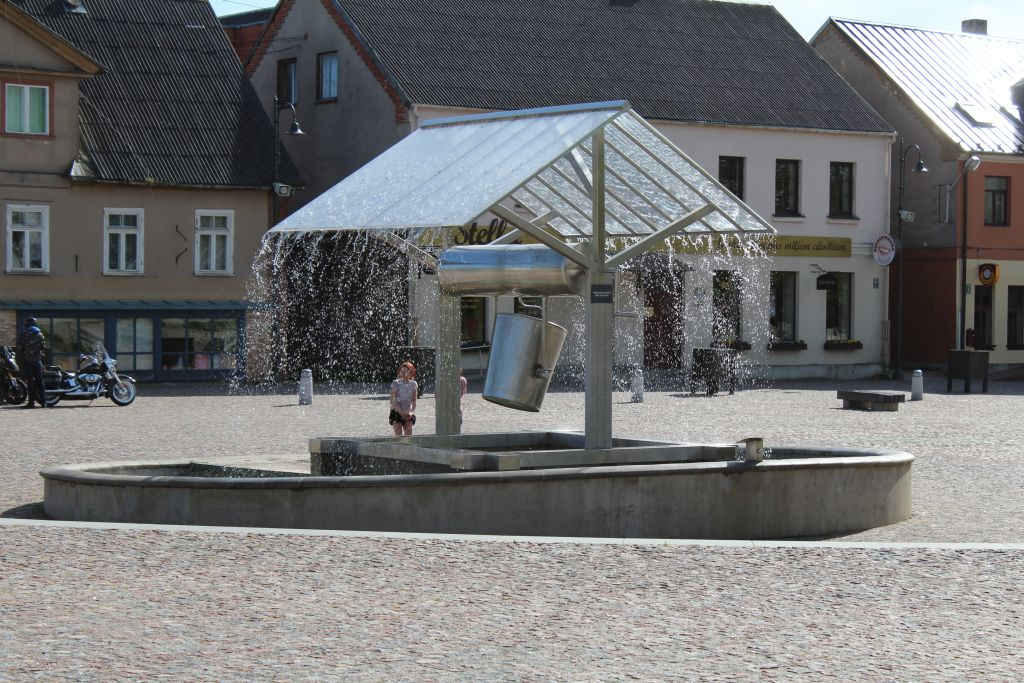 A fountain as central element here