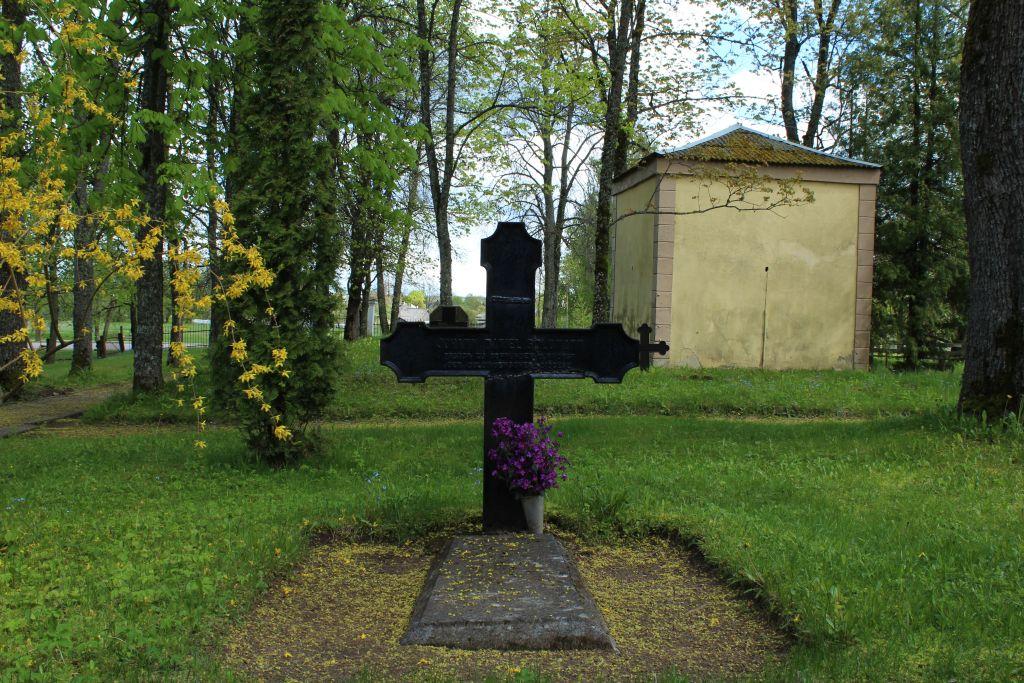 Burial near Skrunda church