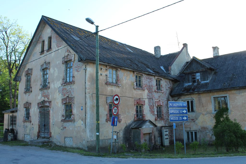 Old Dwelling house in Cirava