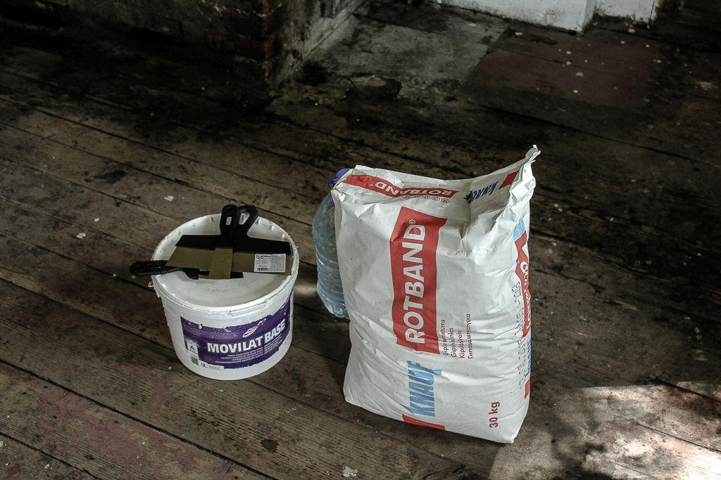 Dry plaster mixture