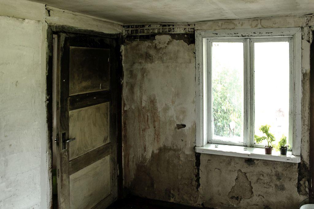 A really damaged walls