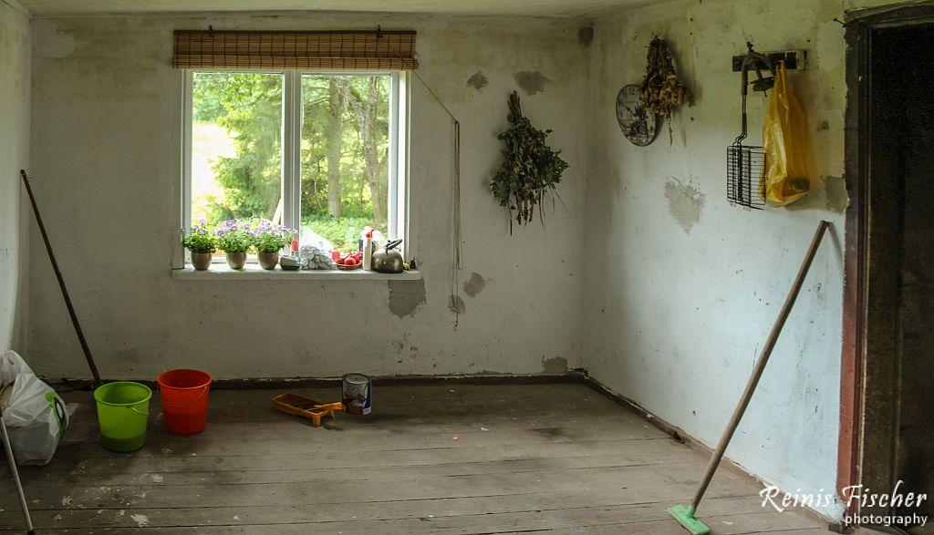 Preparing floor for paint