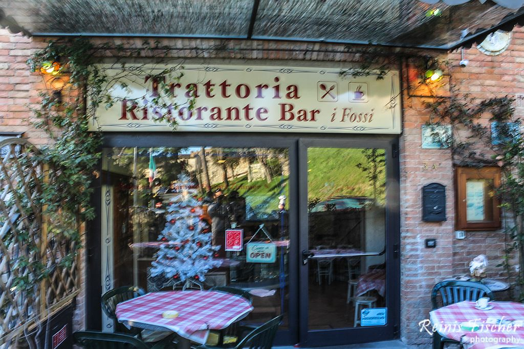 I Fossi restaurant in San Gimignano, Italy
