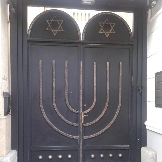 Entrance gates at Beit Rachel synagogue