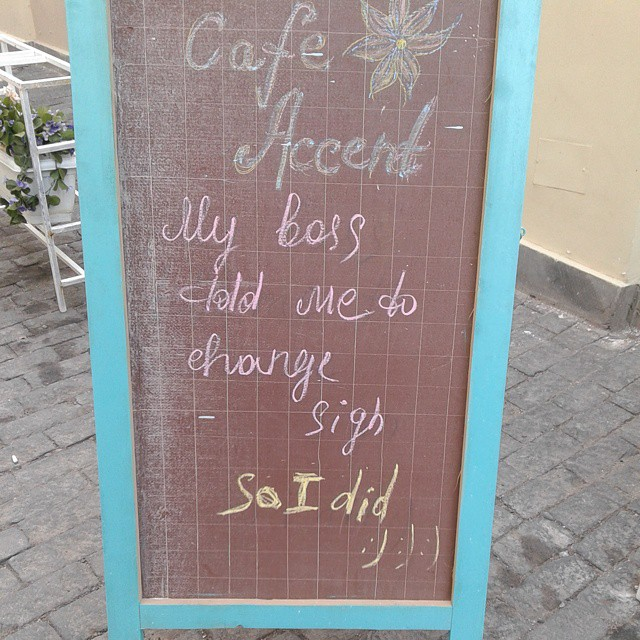 Another hard readable sign of Cafe Accent