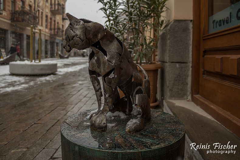 Metal cat overlooking David Aghmeneshabeli street in Tbilisi